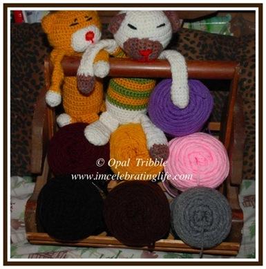 Crochet aminekos Red Heart yarn