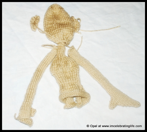 Knitting amigurim doll