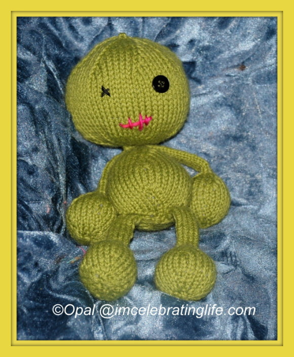 Knitted-Voodoo-Doll_1