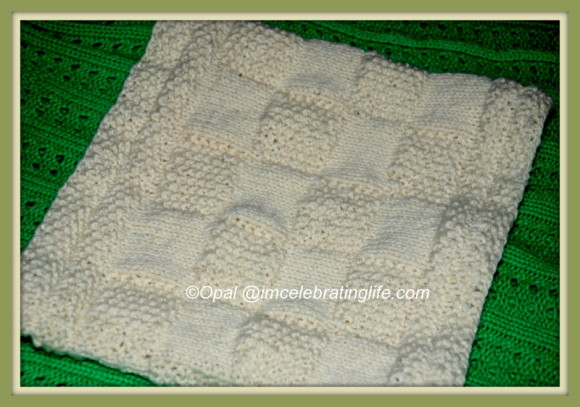 Knitted - Completed Checkered Cowl_3-001