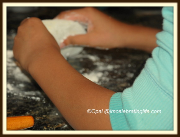 Homemade Pizza -Kneading the dough_1