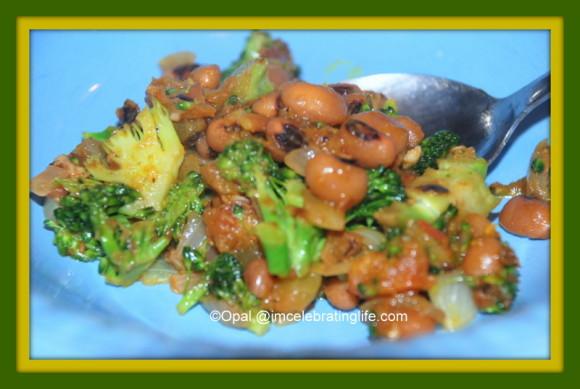 Vegan Spicy Black eyed peas with veggies and herbs_2