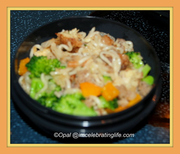 Ramen noodles with sausage, chicken, and veggies_Zojirushi hot lunc
